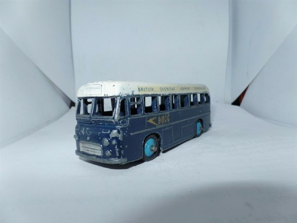 Dinky 283 BOAC Bus Coach British Overseas Airways Flat Tyre UB